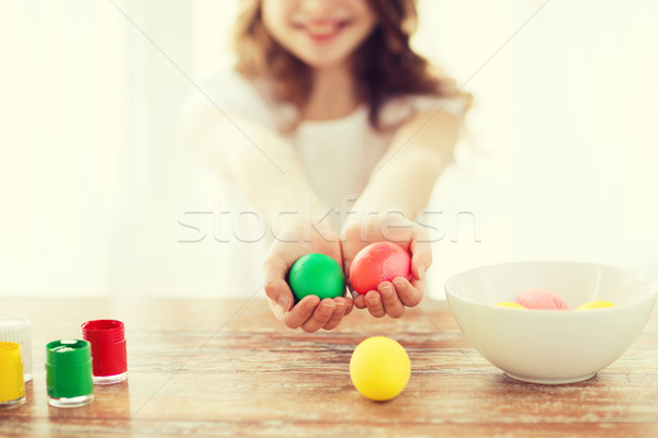 Meisje gekleurde eieren Pasen vakantie Stockfoto © dolgachov