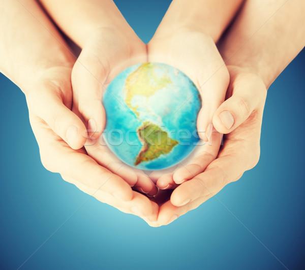 женщину человека рук земле мира Сток-фото © dolgachov