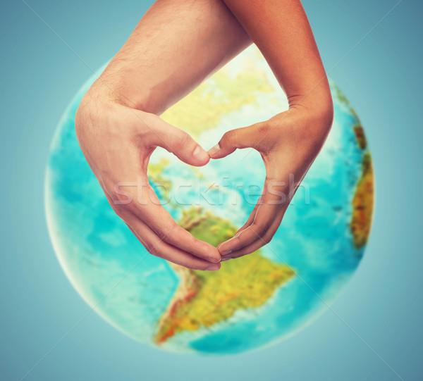 Emberi kezek mutat szív alak Föld földgömb Stock fotó © dolgachov