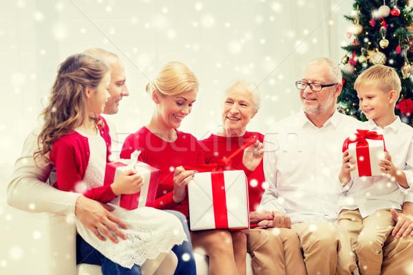 улыбаясь семьи подарки домой праздников поколение Сток-фото © dolgachov