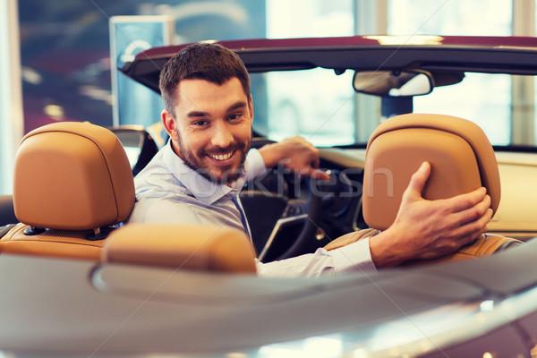 Boldog férfi ül autó autó előadás Stock fotó © dolgachov