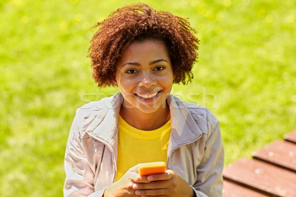 Mutlu Afrika genç kadın mesajlaşma teknoloji Stok fotoğraf © dolgachov