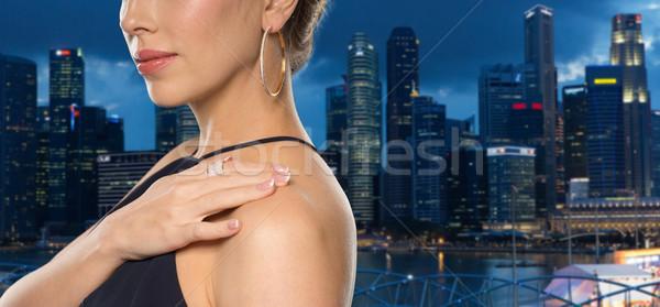 Belle femme anneau boucle glamour beauté Photo stock © dolgachov