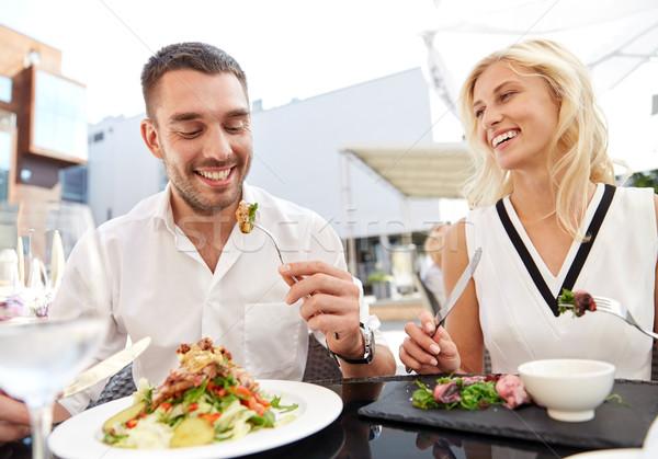 Heureux couple manger dîner restaurant terrasse Photo stock © dolgachov