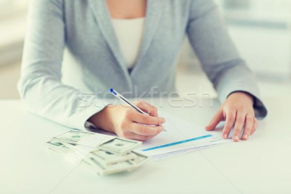 Közelkép kezek pénz tömés adó űrlap Stock fotó © dolgachov