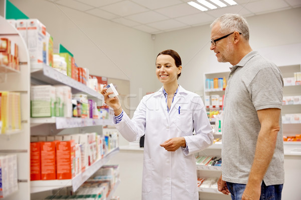 фармацевт наркотиков старший человека аптека Сток-фото © dolgachov