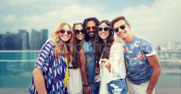 Feliz hippie amigos vara cidade férias de verão Foto stock © dolgachov