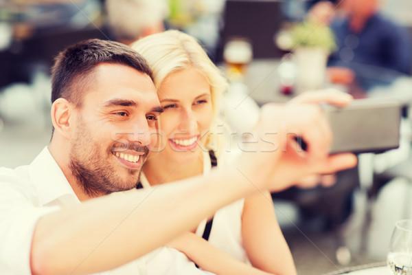 счастливым пару смартфон кафе любви Сток-фото © dolgachov