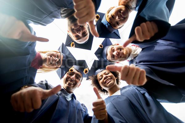 Foto stock: Feliz · estudantes · solteiros · educação · graduação · unidade
