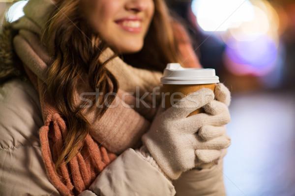 商業照片: 快樂 · 女子 · 咖啡 · 聖誕節 · 燈 · 冬天