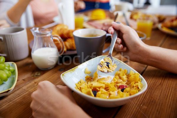 рук женщину еды злаки завтрак продовольствие Сток-фото © dolgachov