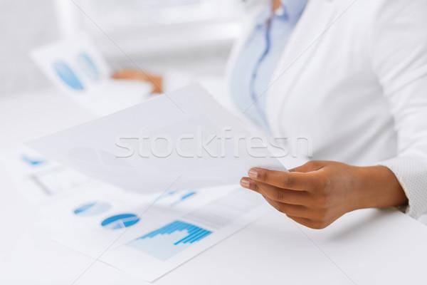 Mulher mãos gráficos documentos negócio escritório Foto stock © dolgachov
