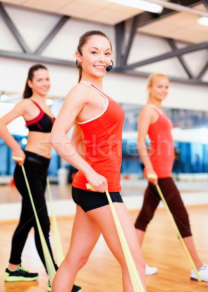 Foto d'archivio: Persone · gruppo · gomma · fitness · sport · formazione