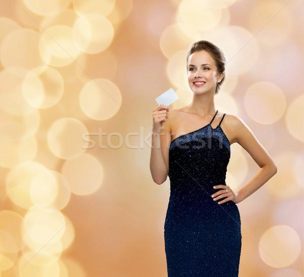 Glimlachende vrouw avondkleding creditcard winkelen rijkdom Stockfoto © dolgachov