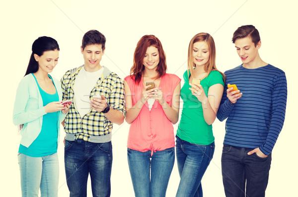 Mosolyog diákok okostelefonok oktatás modern technológia Stock fotó © dolgachov