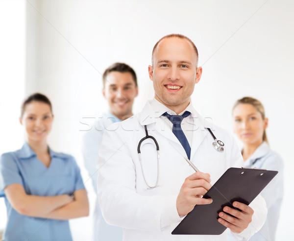 Sonriendo doctor de sexo masculino portapapeles estetoscopio medicina profesión Foto stock © dolgachov