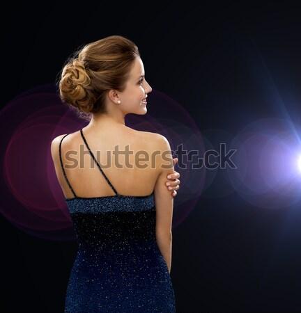 Mosolygó nő estélyi ruha hát emberek ünnepek báj Stock fotó © dolgachov