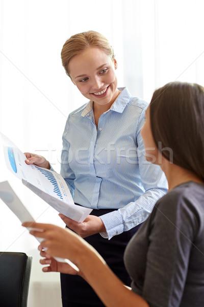 笑みを浮かべて 実業 論文 オフィス ビジネスの方々  チームワーク ストックフォト © dolgachov