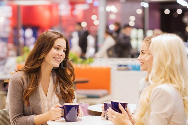 Stock fotó: Mosolyog · fiatal · nők · iszik · kávé · bevásárlóközpont · italok