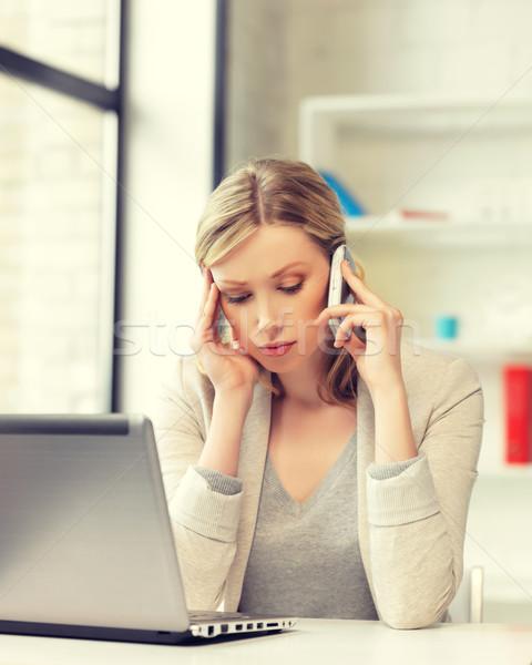 Mujer de negocios teléfono celular brillante Foto negocios mujer Foto stock © dolgachov