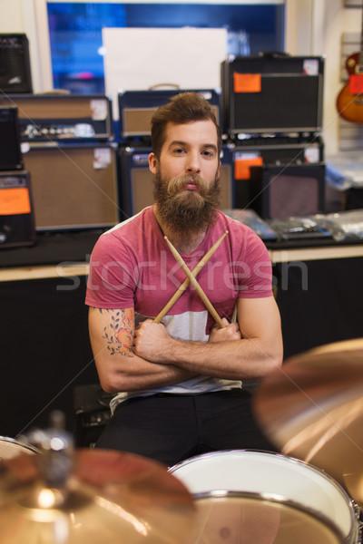 Mannelijke muzikant muziek store verkoop mensen Stockfoto © dolgachov