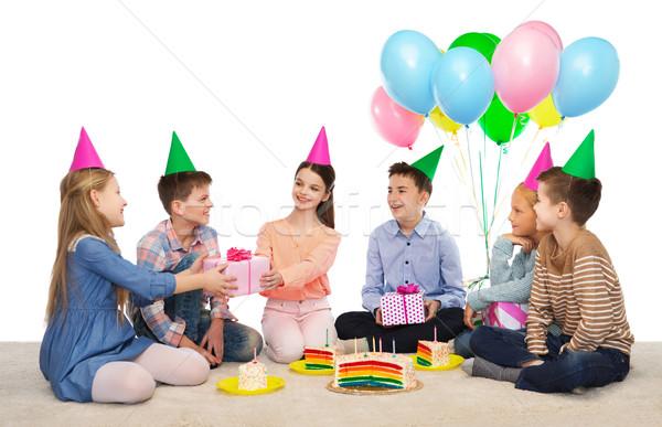 Feliz crianças presentes festa de aniversário infância férias Foto stock © dolgachov