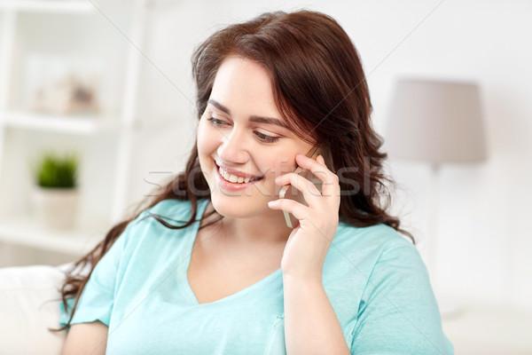 Plus size kobieta wzywając smartphone domu ludzi Zdjęcia stock © dolgachov