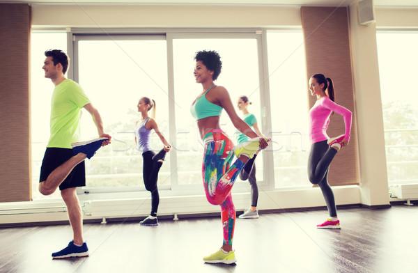 Grupy uśmiechnięty ludzi siłowni fitness Zdjęcia stock © dolgachov