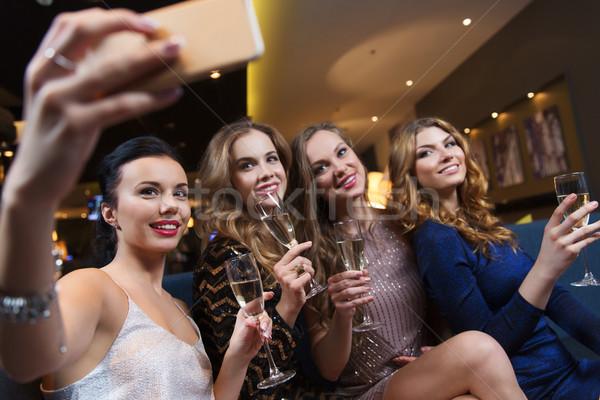 Kobiet szampana klub nocny uroczystości znajomych Zdjęcia stock © dolgachov