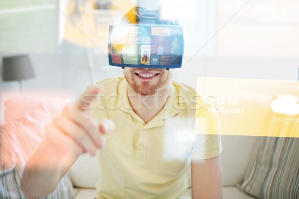 Genç sanal gerçeklik kulaklık 3d gözlük teknoloji Stok fotoğraf © dolgachov