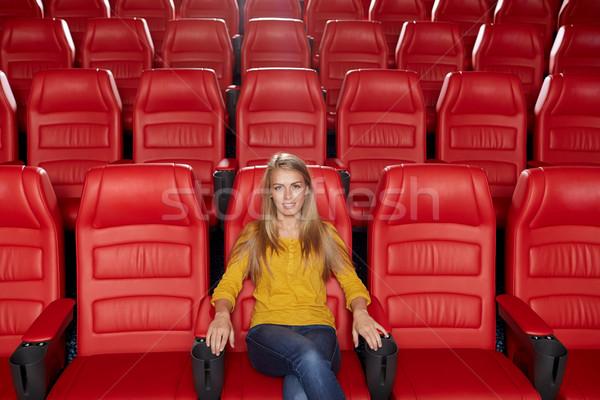 Genç kadın izlerken film tiyatro sinema eğlence Stok fotoğraf © dolgachov