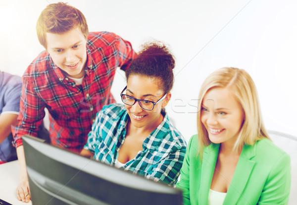 Estudiantes ordenador estudiar escuela educación mujer Foto stock © dolgachov