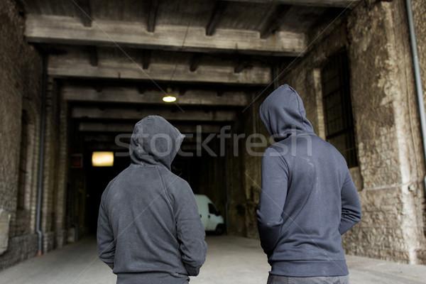 Szenvedélybeteg férfiak bűnözők utca bűnöző tevékenység Stock fotó © dolgachov