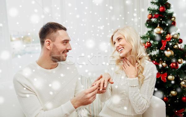 Uomo anello di fidanzamento donna Natale amore Coppia Foto d'archivio © dolgachov