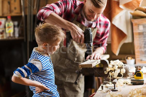 Vader zoon boor werken workshop familie timmerwerk Stockfoto © dolgachov