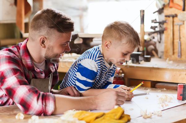 Mutlu baba oğul planı atölye aile marangozluk Stok fotoğraf © dolgachov
