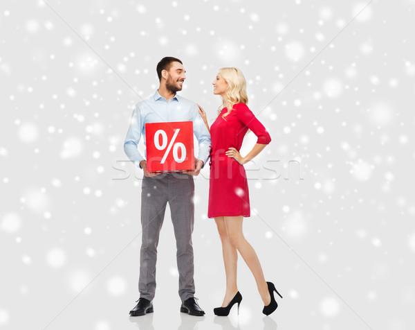 Szczęśliwy para czerwony sprzedaży podpisania śniegu Zdjęcia stock © dolgachov