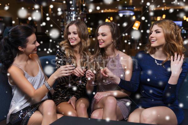 Szczęśliwy kobiet szampana okulary klub nocny uroczystości Zdjęcia stock © dolgachov