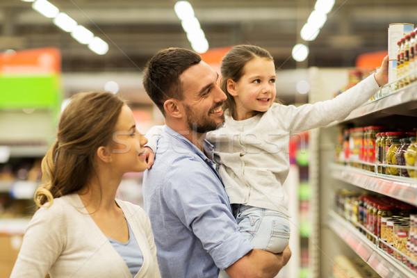 Boldog család vásárol étel élelmiszerbolt vásár vásárlás Stock fotó © dolgachov
