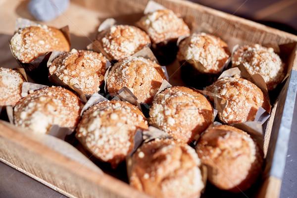 Muffins houten vak voedsel culinair Stockfoto © dolgachov