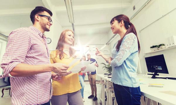 Creativo squadra pausa caffè parlando ufficio business Foto d'archivio © dolgachov