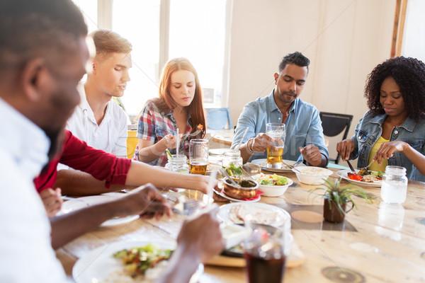 Stockfoto: Vrienden · eten · restaurant · recreatie · voedsel · mensen