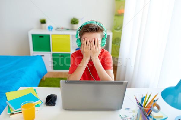 мальчика наушники играет видеоигра ноутбука технологий Сток-фото © dolgachov