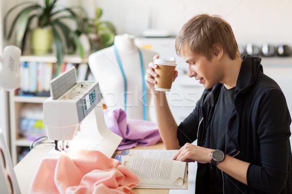 Сток-фото: моде · дизайнера · кофе · книга · студию · люди