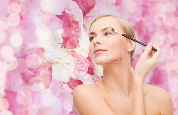 Gyönyörű nő sminkecset kozmetika egészség szépség virágok Stock fotó © dolgachov