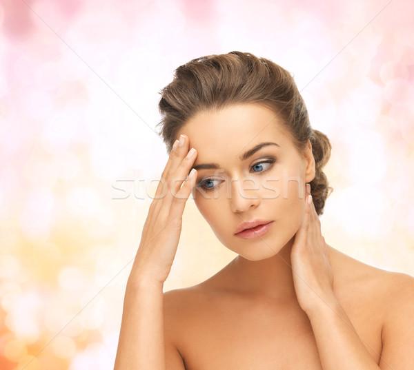 Сток-фото: женщину · , · держась · за · руки · шее · лоб · здоровья · красоту