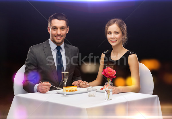 Souriant couple manger dessert restaurant vacances Photo stock © dolgachov