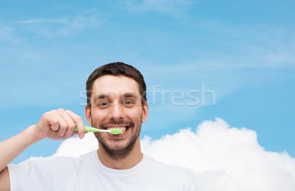 笑みを浮かべて 若い男 歯ブラシ 健康 美 笑顔 ストックフォト © dolgachov