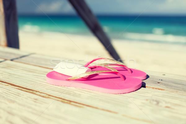 Közelkép napozókrém házi cipők vízpart tengerpart nyár Stock fotó © dolgachov