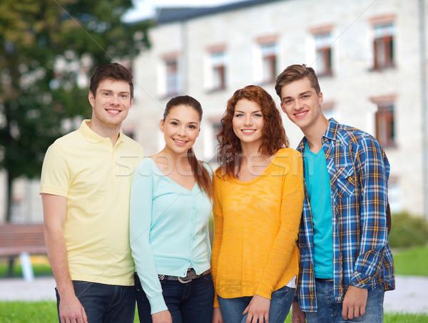 Csoport mosolyog tinédzserek kampusz barátság oktatás Stock fotó © dolgachov